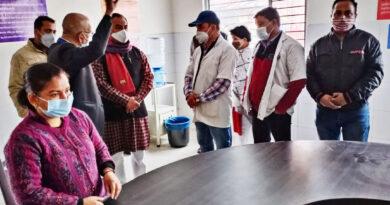 काबीना मंत्री डॉ. रावत ने किया वैक्सीनेशन केन्द्र का निरीक्षण