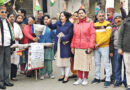 कांग्रेस ने महगांई के विरोध में सरकार का पुतला फूंका
