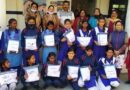 प्रधान ने बांटे स्कूली छात्राओं को गणवेश