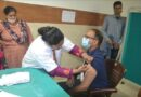 मंडलायुक्त रविनाथ रमन ने लगाया कोविड वैक्सीन का टीका