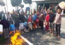पेयजल संकट से परेशान ग्रामीणों ने किया खाली बर्तनों के साथ प्रदर्शन