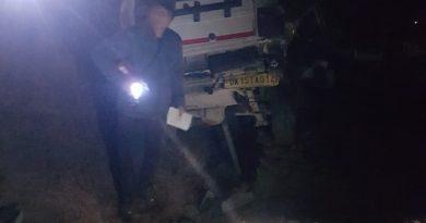 वाहन खाई में गिरा, दो घायल