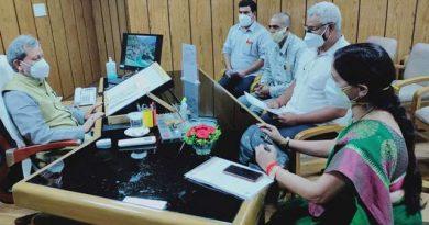 ऋ षिकेश महापौर ने सीएम के समक्ष उठाई परिवहन व्यवसायियों की समस्या