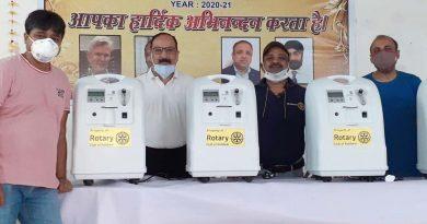 रोटरी क्लब के ऑक्सीजन बैंक में दी चार ऑक्सीजन कंसन्ट्रेटर मशीनें