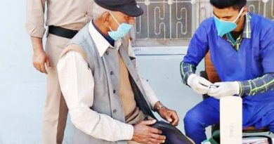 45 किमी. दूर से बीमार वृद्ध का आया फोन, पहुंची थलीसैंण पुलिस, कराया उपचार, फिर घर छोड़ा