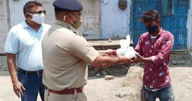 कोटद्वार पुलिस की राहत जारी: बांटे जरूरतमंदों को 200 भोजन के पैकेट, एक जरूरतमंद को दिया आक्सीजन सिलेंडर
