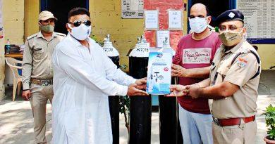 ईद के मौके पर चांद मौला बक्श ने गरीबों को बांटे 500 भोजन के पैकेट