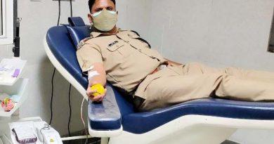 थानाध्यक्ष ने रक्तदान कर बचाई 14 वर्षीय छात्रा की जान