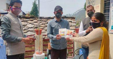 सीडीओ ने कठूड़ गांव में आइवर मैक्टीन दवा बांटी