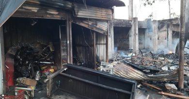 ऋषिकेश में आग से आधा दर्जन ठेलियां और खोखे खाक
