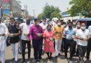 व्यापारियों के समर्थन में कांग्रेसियों ने भीख मांग किया सरकार के खिलाफ प्रदर्शन