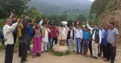 कांग्रेस कार्यकर्ताओं ने किया विधायक दास का पुतला दहन