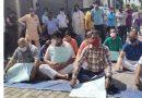 भाजपा विधायक राजकुमार ठुकराल के आवास पर धरना दिया