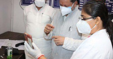 सीएम ने की रूद्रपुर में एपीजे अब्दुल कलाम सभागार कलेक्ट्रेट में अधिकारियों के साथ समीक्षा बैठक