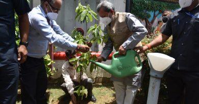सीएम ने किया नई दिल्ली स्थित उत्तराखण्ड सदन के प्रांगण पर वृक्षारोपण