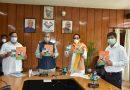 सीएम ने किया हमारा हिन्दुुस्तान उत्तराखंड हज 2021 पुस्तक का विमोचन