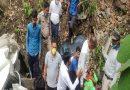 अल्मोड़ा के पीतलनगरी में खाई में गिरी कार, चालक की गई जान, चार की हालत गंभीर