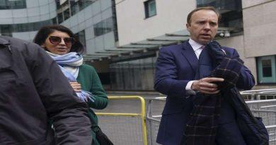 ब्रिटेन के मंत्री को सहयोगी को चुंबन करना पड़ गया भारी! अब दबाव में करना पड़ा ये काम