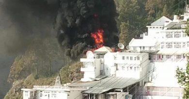 मां वैष्णो देवी भवन के पास लगी भीषण आग, प्राकृतिक गुफा से सौ मीटर दूरी पर हुआ हादसा