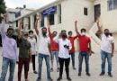 बदहाल-क्षतिग्रस्त सड़कों को लेकर एसडीएम कोर्ट में प्रदर्शन
