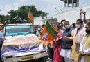 सीएम धामी ने किया कोविड राहत सामग्री की 10 गाड़ियों का फ्लैग ऑफ