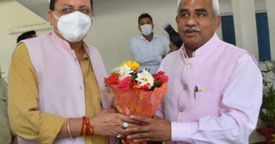 देहरादून। मुख्यमंत्री श्री पुष्कर सिंह धामी ने भाजपा प्रदेश अध्यक्ष श्री मदन कौशिक के यमुना कालोनी स्थित आवास जाकर उनसे शिष्टाचार भेंट की।