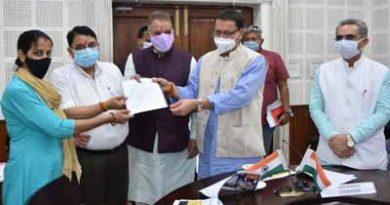 240 लाभार्थियों को मिला आवास पर कब्जा, सीएम ने दिये कागजात