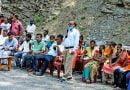 ब्लॉक प्रमुख के आश्वासन पर ग्रामीणों ने धरना किया स्थगित
