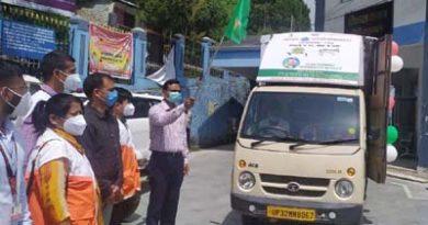 डीएम ने प्रचार-प्रसार एलईडी वाहन को हरी झंडी दिखाकर किया रवाना