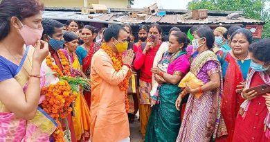 स्वास्थ्य मंत्री ने रोपा अमरूद और रूद्राक्ष का पौधा